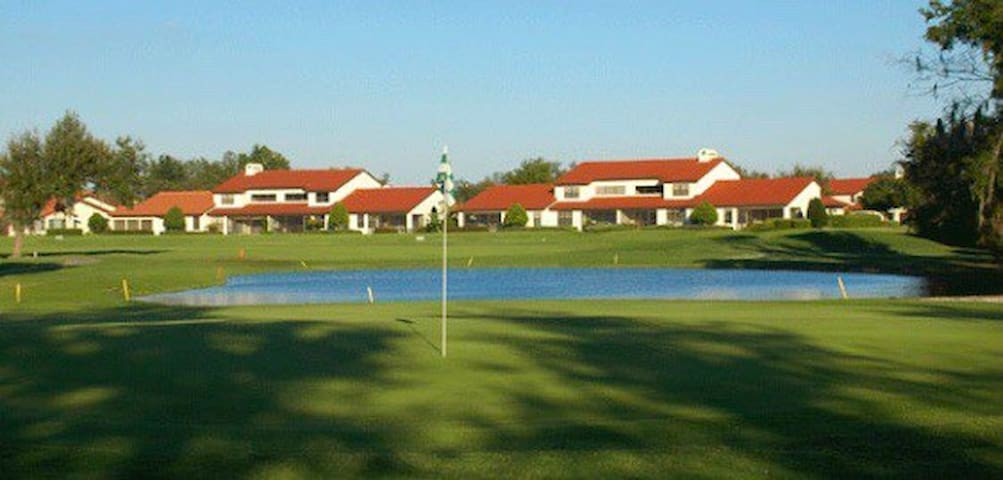Private Studio Near Theme Parks and Golf