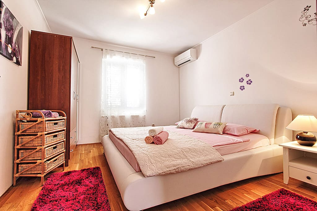 Bedroom (double bed)