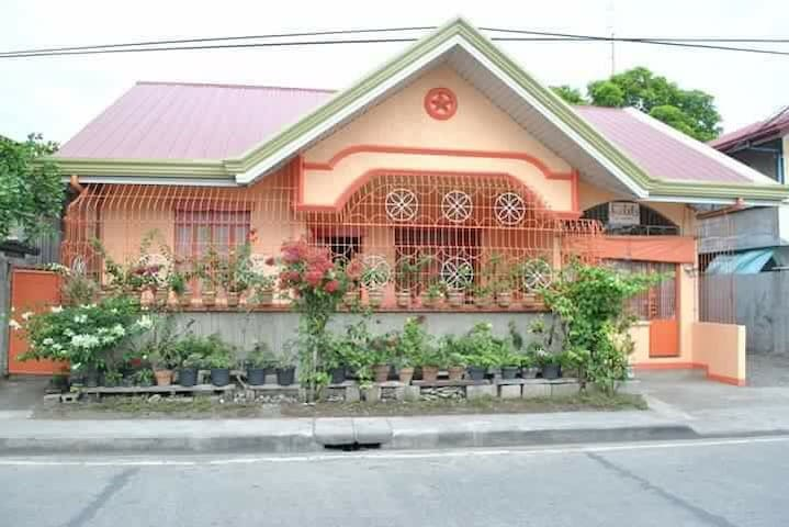 Peaceful & cozy family house in Baler (room rate)