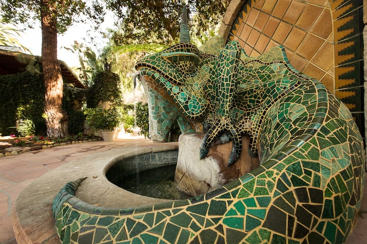 The Emerald Iguana - Adults Only