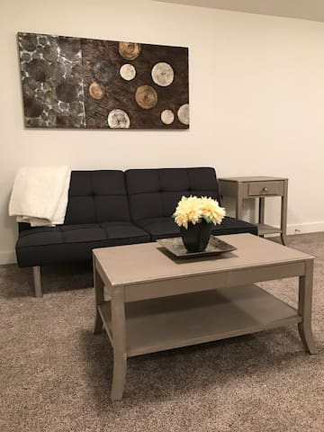 New Fully Furnished Basement Suite - Camrose - บ้าน