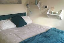 Sunny double room, Central Stroud