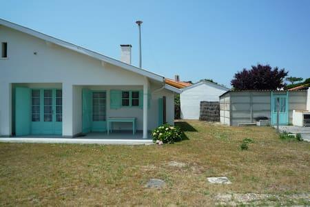 Petite maison située à Biscarrosse Plage, avec jardin - Biscarrosse
