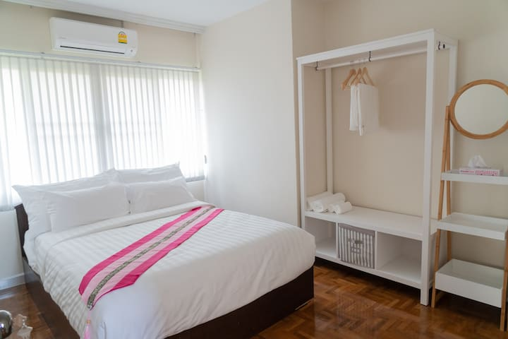 Bann 106: Bed room 4-Queen bed