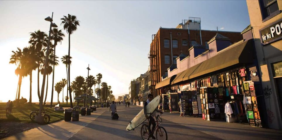 HUGE Venice Beach private Beachpad 1 Block to Sand