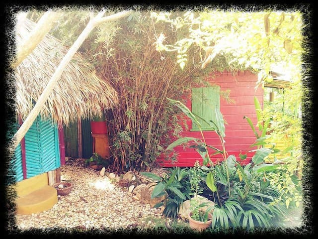 Natural Mystic Cottages Jamaica - Jungle Shack - Belmont - Cabaña