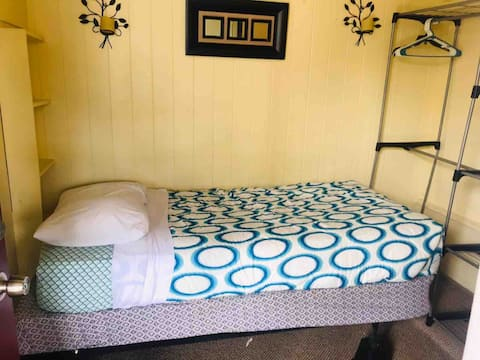 106 Date St/University Ave smaller room 1 bed