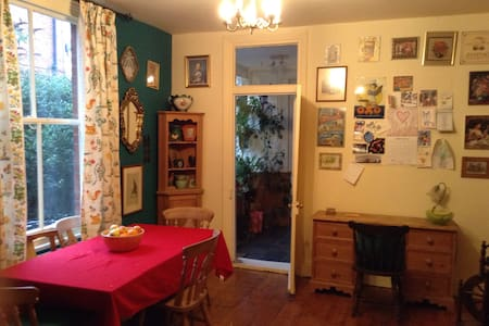 Single bedroom in family house - Hull - House