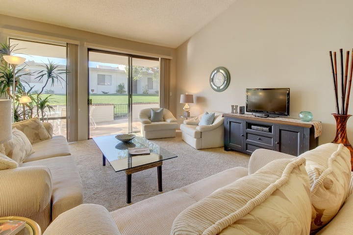 Mountainview desert jewel w/ shared pools, hot tubs, tennis - on golf course!