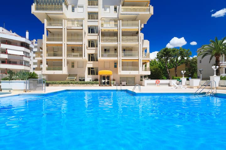 Beachfront Apartment in city centre · AirCon · Pool · UHC NOVELTY