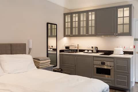 Studio Apartment - Molloy's Apartments