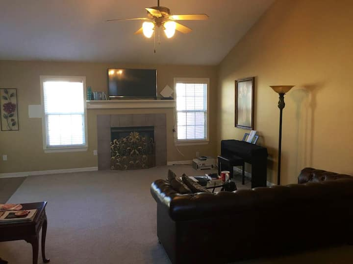 Entire Home Near Bentonville Trails & Downtown