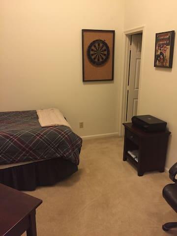 Clean, spacious, private condo bedroom, 1BD, 1BA - Newport News