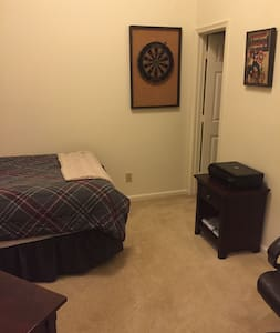 Clean, spacious, private condo bedroom, 1BD, 1BA - Newport News
