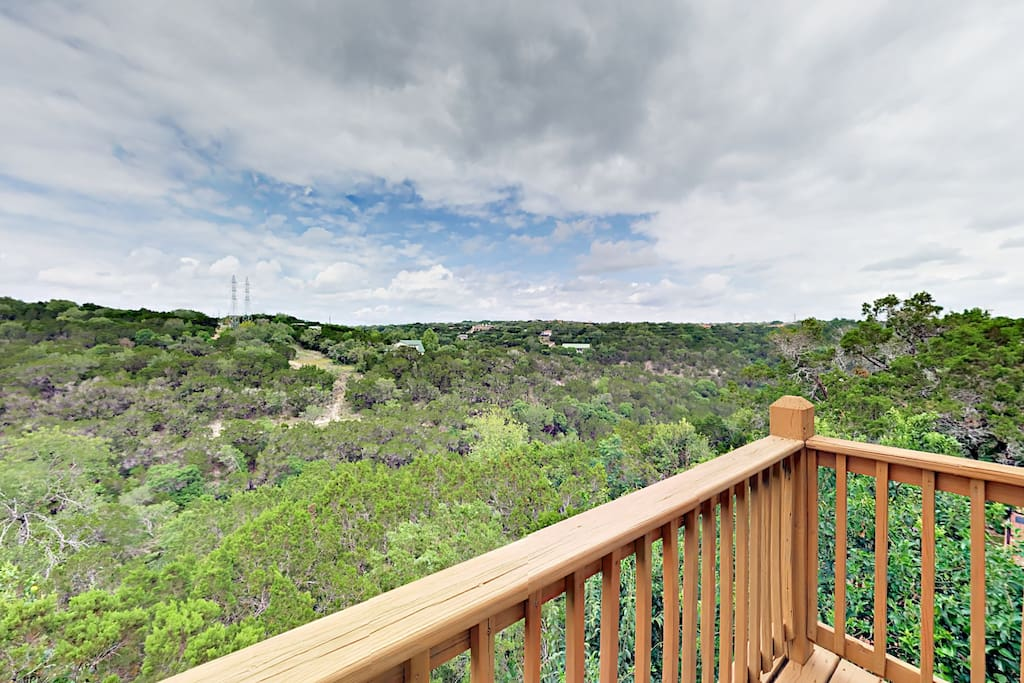 Elevated deck with endless views of Hill Country