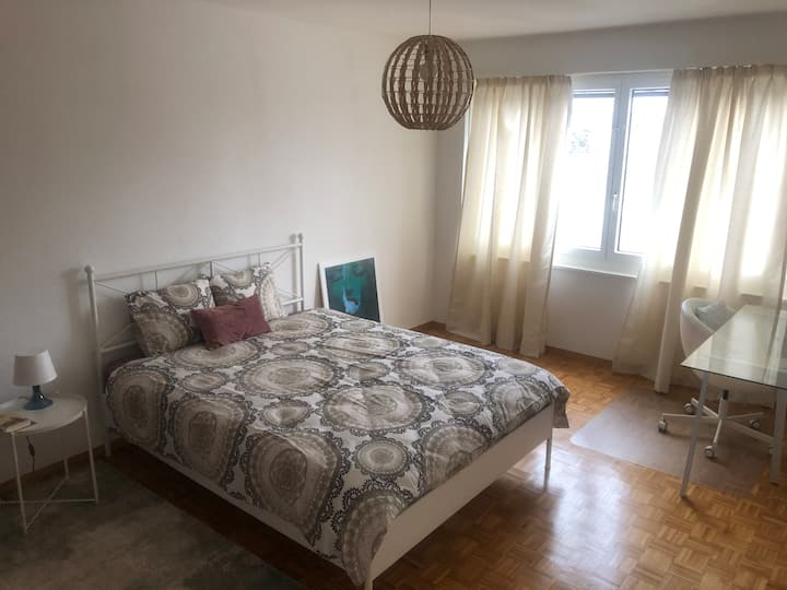 Central Geneva Comfortable  cosy room ( 20m2)