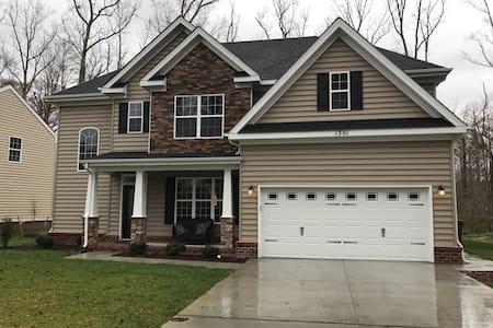 Spacious Chesapeake Virginia Home - ชีซาพีค - บ้าน