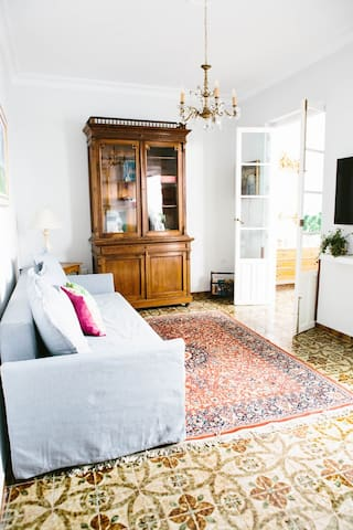 Middle floor living room