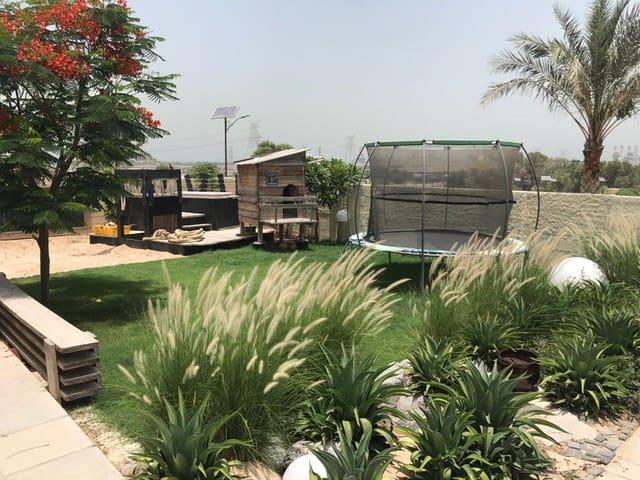 Dubai - Rustic villa close to Dubai Marina