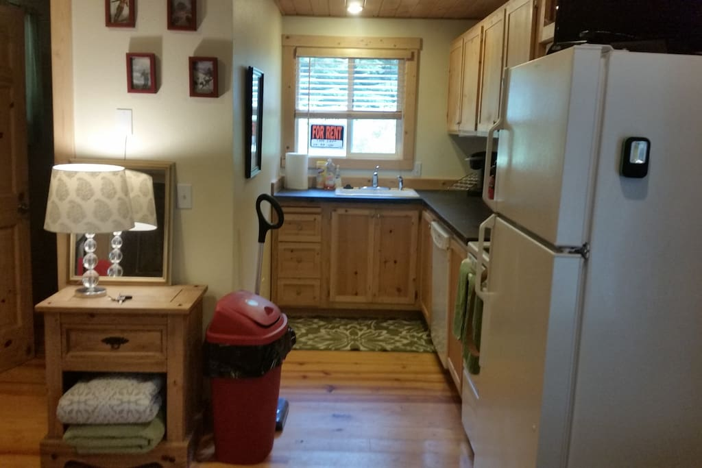 Kitchen is fully equiped inc full size appliances and a kurig for your hot morning chi or coffee.