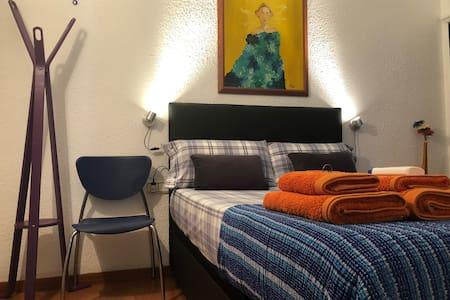 SUPER COOL ROOM GÒTIC QUARTER (Private Room)