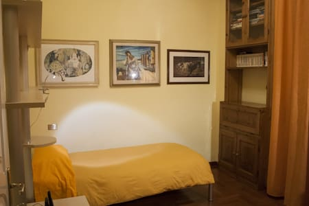 Camera Singola Arancio - L'Aquila - Bed & Breakfast