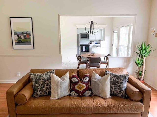 Cozy room in a quiet neighborhood