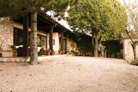 Villa Mas - Coursegoules - วิลล่า