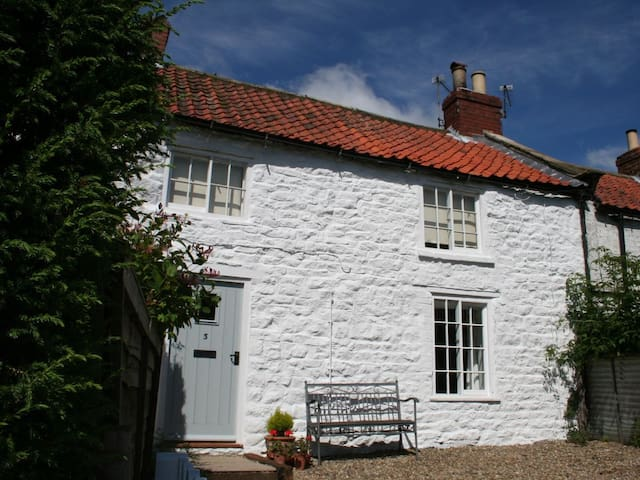 Yew Tree Cottage (CC253019)
