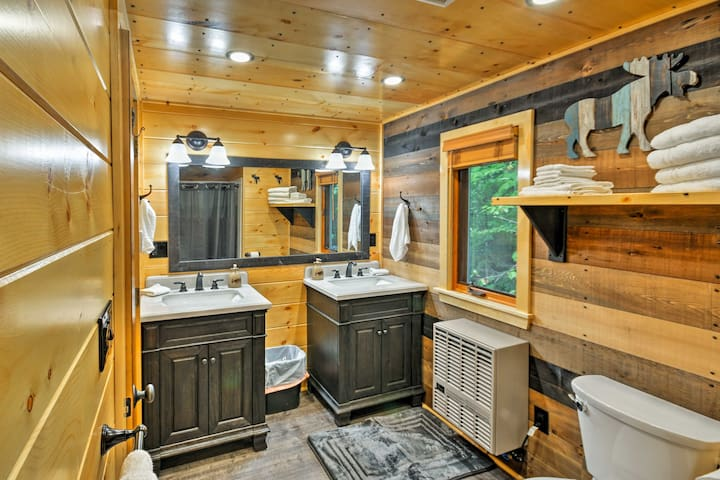 LLLBean Greenville Cabin On Snowmobile Trail!