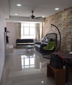 Bright & Breezy Apartment in Taman Perling - Johor Bahru