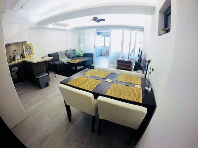 Bright/clean/modern apt. harbour view close to MTR