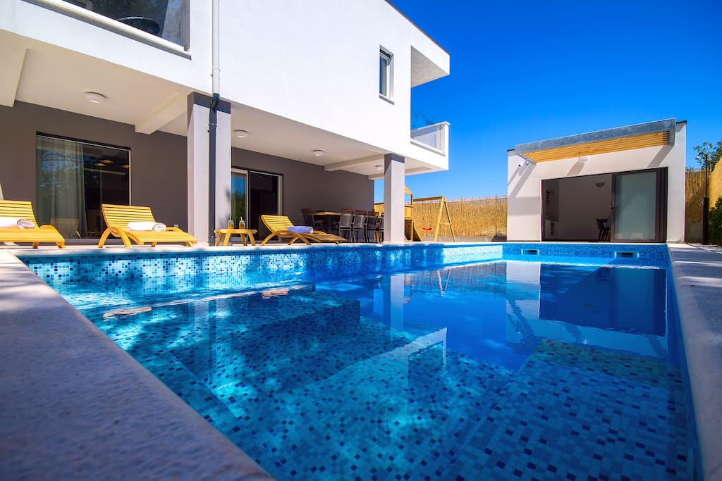 Private 33sqm pool with whirlpool and 8 comfortable lounge chairs