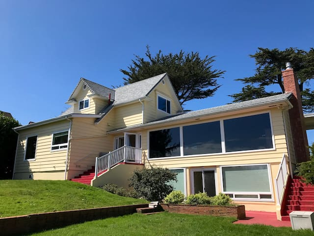 The Parker House - Historic home above Yaquina Bay - Ньюпорт - Дом