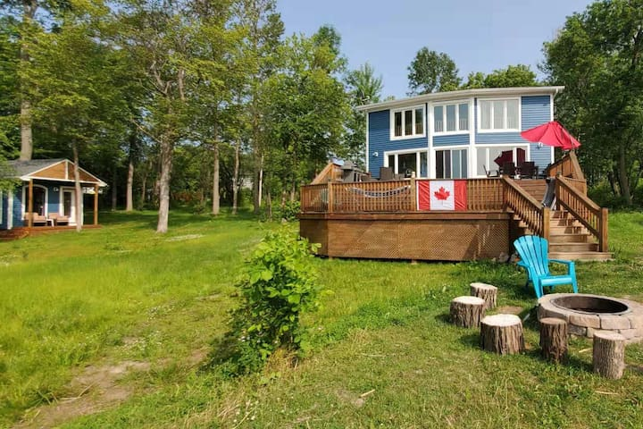 Waterfront Cottage retreat –  1 hour from Toronto