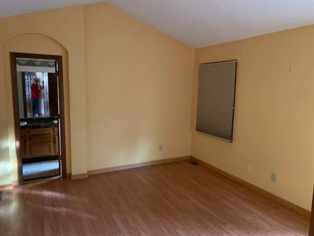 Master bedroom for rent month to month unfurnished