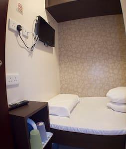 Budget Single Room for 1@Mong Kok旺角區經濟單人房