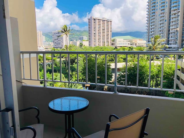 Cozy Waikiki/Ala Moana Efficiency--Amazing Views!
