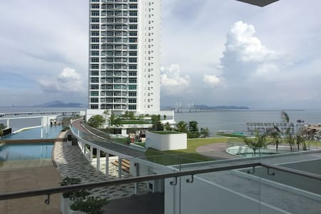 Brand new seaview condominium - Batu Maung - Apartament