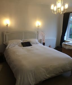 Double room with king size bed in Nether Heyford - Nether Heyford - Huis