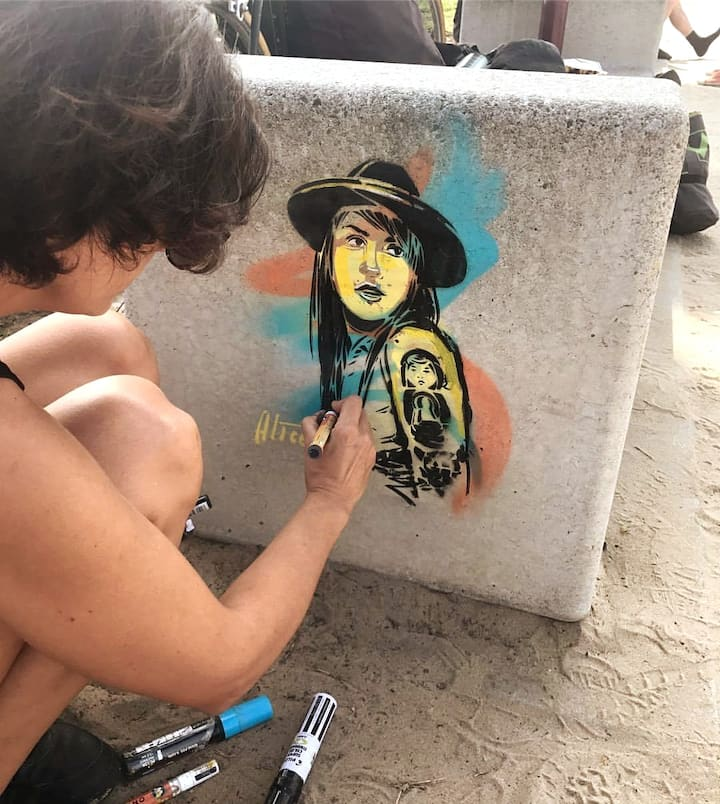 Alice Pasquini working on Venice Beach