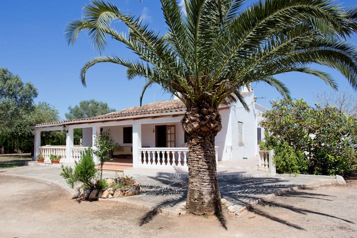 Cottage with swimming pool and large gardens - Llucmajor - Hus