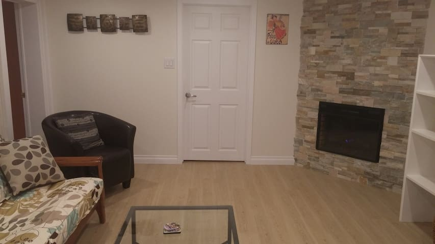 Beautiful, Modern, 2-bedroom Apt-Separate Entrance - Guelph - Appartement