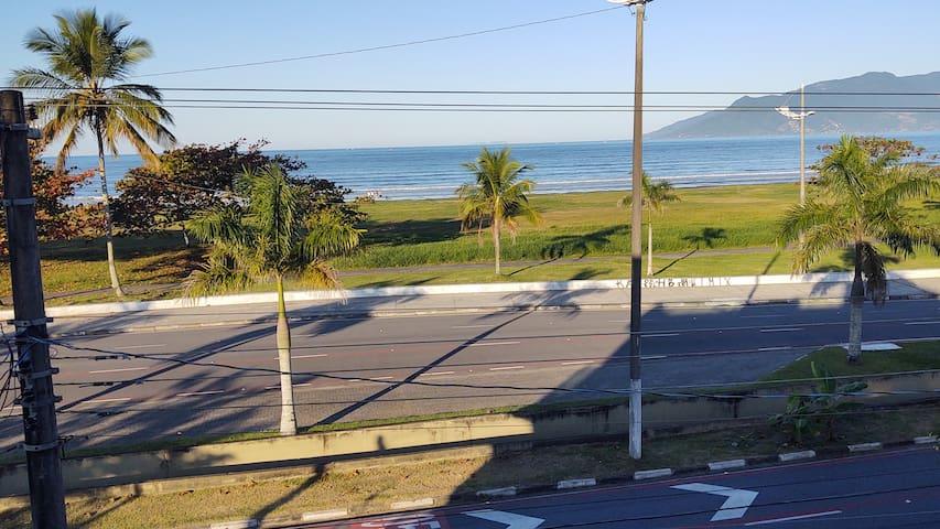 Apartamento frente para praia com vista exuberante