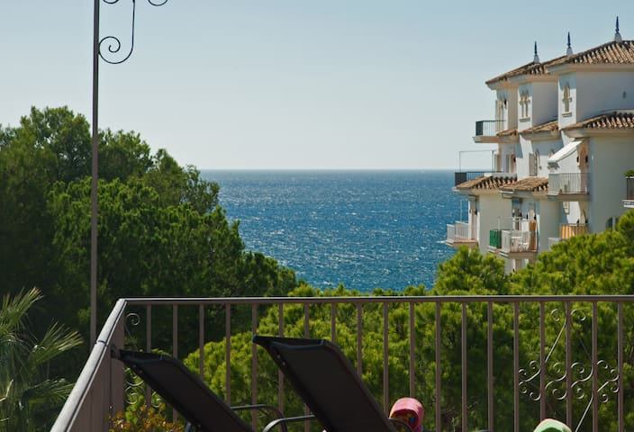 Beachfront Penthouse, Sea/mountain Views, 3 Balconies, Puerto Banus, Marbella