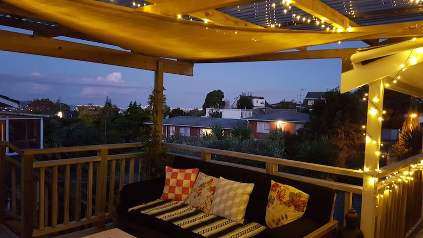 Two rooms, own bathroom, beautiful home and garden - Auckland - Ház