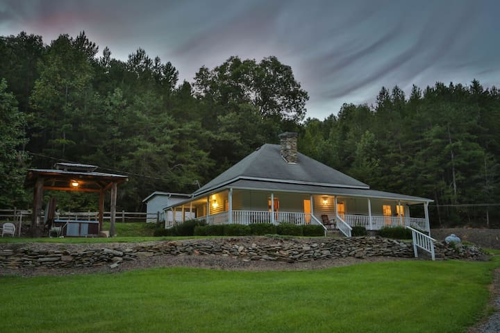 The Old Farmhouse: No Pets - Ellijay - Casa