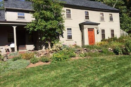Wm. Byam House ca.1726 - Chelmsford - Szoba reggelivel