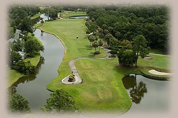 3 Bed/2 Bath Apt Golf Course View