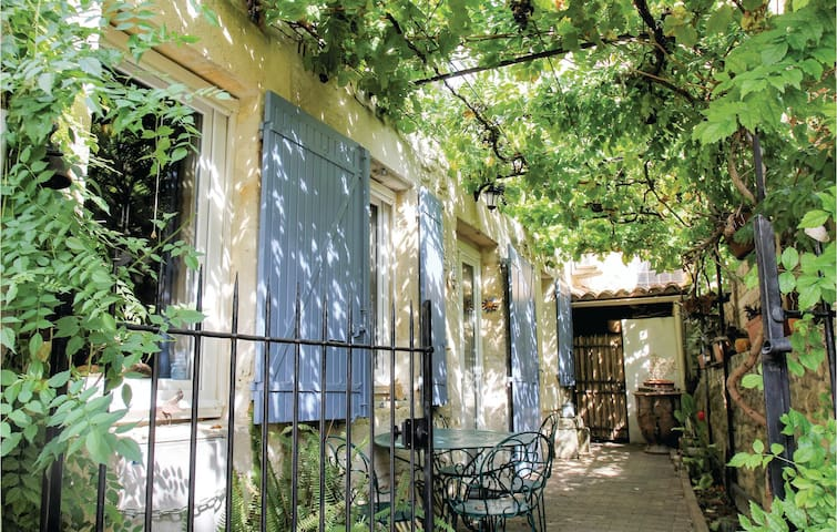 Terraced house with 2 bedrooms on 108m² in Boulbon